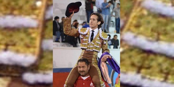 Sale Arturo Gilio a hombros en San Miguel de Allende