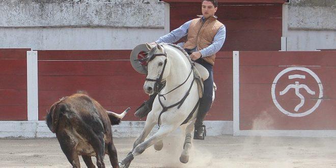 Entrena Torre en la ganadería de La Punta, previo a doctorado