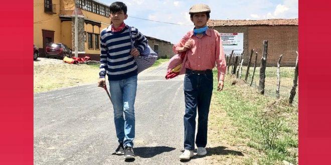 Quieren ser toreros para salir de pobres; Peláez 'se ganó' a volteretas un capote; Nava estudia secundaria y trabaja de albañil