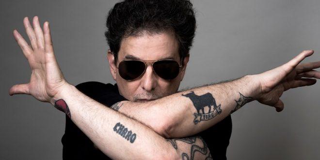 Andrés Calamaro defiende la tauromaquia; pasa la cuarentena con comida 'tabaco y yerba'