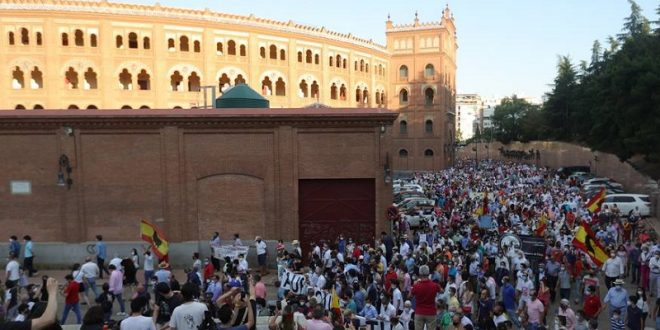 Aficionados y profesionales se manifiestan en Las Ventas de Madrid a favor de la tauromaquia