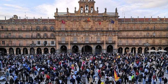 Profesionales y aficionados llenan la Plaza Mayor de Salamanca… ¡Cultura de un pueblo libre!