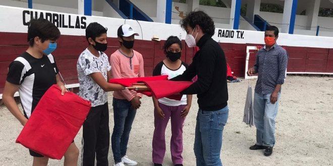 Sorprende Héctor Gabriel a los alumnos de la Escuela Taurina Municipal de Tetla (*Fotos*)
