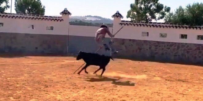 Ensaya 'Morante de la Puebla' el salto de la garrocha