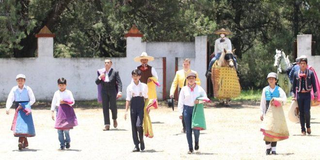 Ameno festival tlaxcalteca; reaparece el fotógrafo Ángel Sainos (*Fotos*)