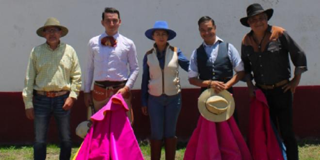 Luis Miguel Martínez y el programa 'ABC Radio en los toros y deportes', de manteles largos
