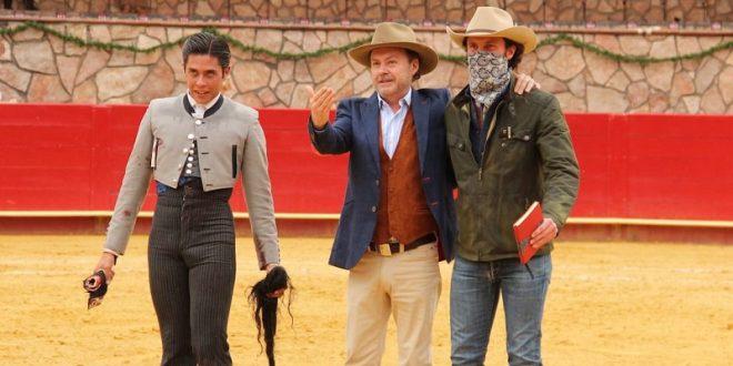 Sale el toro-toro en festival de Cinco Villas; Triunfa Pastor con astado de indulto (*Fotos*)