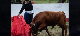 Elizabeth Moreno celebra en el campo bravo
