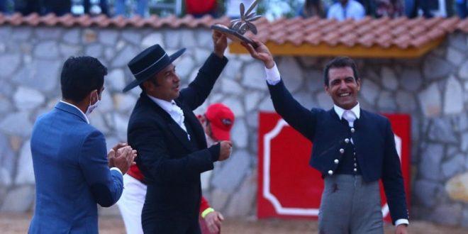 """En el cortijo """"Cuatro Caminos""""…Oreja y trofeo del Olivo para Jorge Mora (*Fotos*)"""