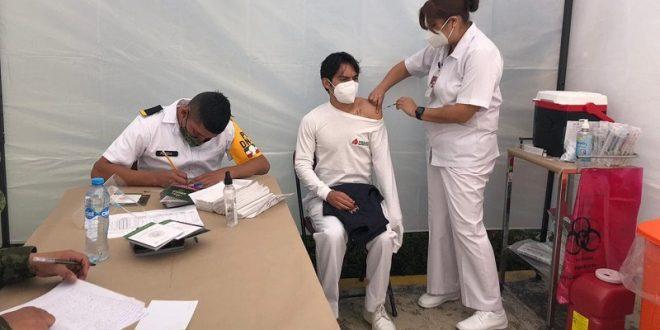 Recibe Soto la vacuna 67; platica las desgarradoras historias que vive a diario
