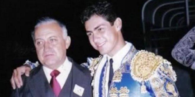 Teodoro Gómez, de manteles largos