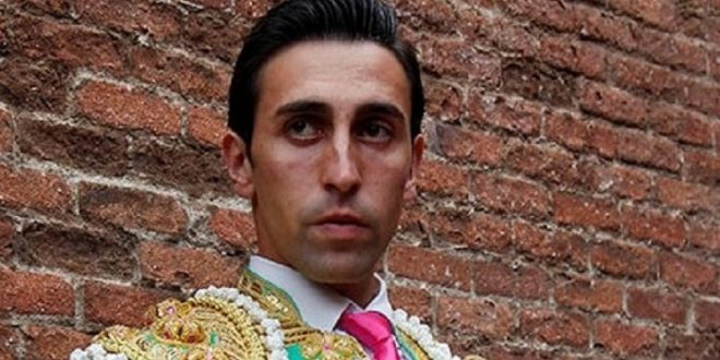El español Daniel Menés entra a la novillada del Cortijo Las Fuentes