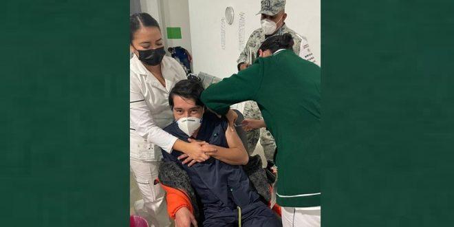 Como enfermero del sector salud vacunan al novillero Jorge Didier