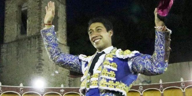Sergio Flores, profeta en casa sale a hombros