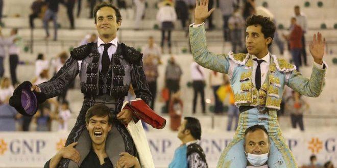 A hombros, Sánchez y Valadez en León