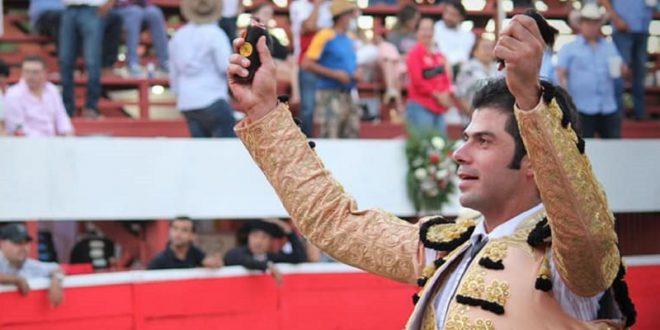 Triunfal actuación de Fermín Rivera en Monterrey