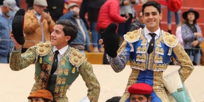Reaparece Castellanos y comparte salida a hombros con Martínez