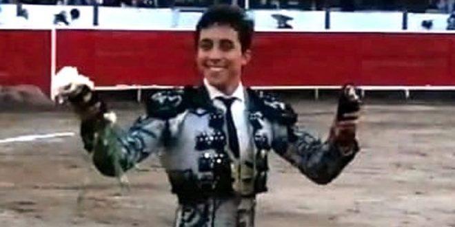 Valadez, a hombros; posible fractura de hombro, a Martínez