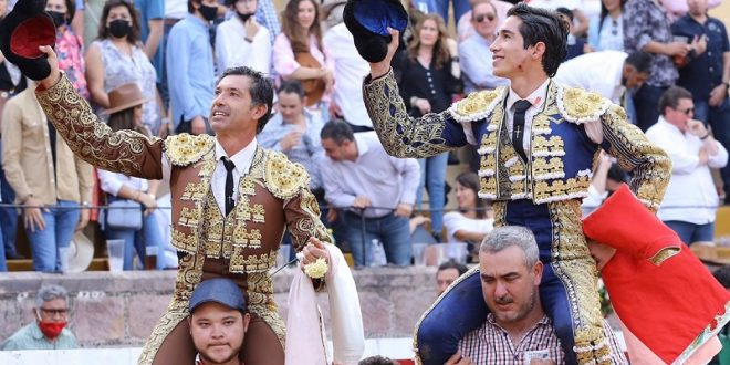 Comparten la salida a hombros Jerónimo y 'Armillita IV' en San Miguel el Alto