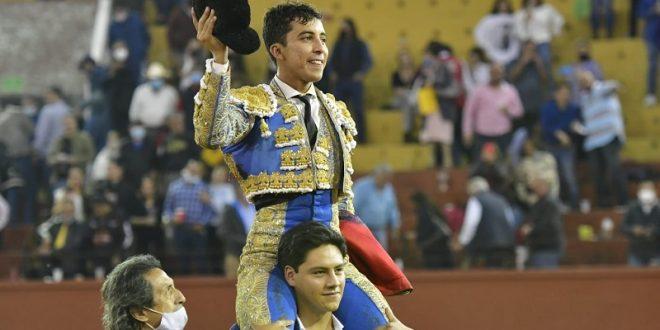 Valadez, a hombros en San Luis Potosí